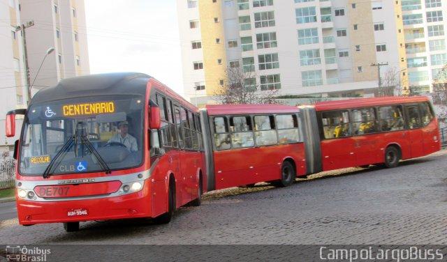 Jovens tentam incendiar ônibus biarticulado em Curitiba