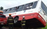 SP: Acidente com ônibus da Viação Rápido D' Oeste deixa cinco feridos na Anhanguera