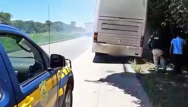 GO: Passageiros acabam abandonados na BR-153 após ônibus quebrar