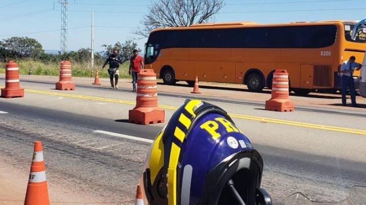 PRF prende homem que atirava pedras em um ônibus na BR-070