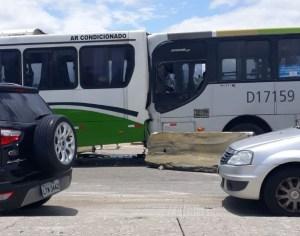 Rio: Acidente com 3 ônibus deixa vários feridos na Avenida Brasil