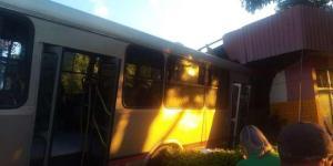 Ônibus da Expresso Maringá invade lanchonete no interior do Paraná