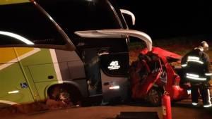 PR: Acidente entre carro e ônibus da Brasil Sul deixa um morto e 3 feridos na BR-369
