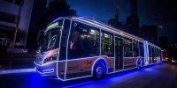 Ônibus iluminados levam clima natalino para as ruas de São Paulo. Confira o roteiro