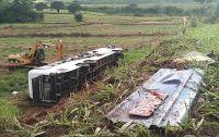 SP: Ônibus rodoviário tomba deixando 2 mortos e 15 feridos em Mirandópolis