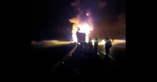 MG: Ônibus da Gontijo Transportes pega fogo e passageiros reclamam de atendimento