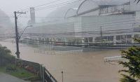 RJ: Chuva interrompe a circulação de ônibus em Petrópolis