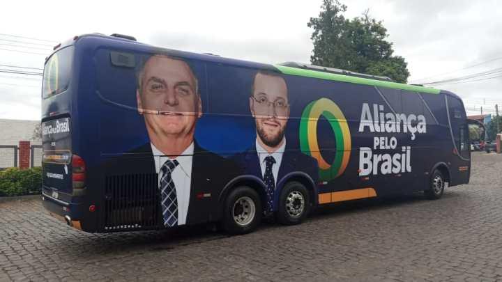Ônibus do Aliança pelo Brasil segue sem verba pública, diz deputado federal Filipe Barros