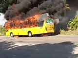Ônibus pega fogo na Zona Sul de Aracaju nesta segunda-feira