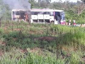 MA: Ônibus rodoviário pega fogo na BR-226