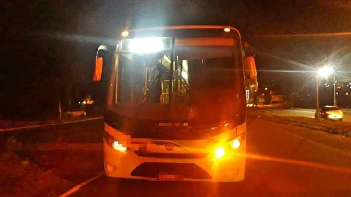 PE: Mulher morre após ser atropelada por ônibus na BR-101 em Abreu e Lima