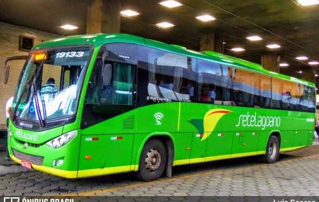 MG: Ônibus da Setelagoano acaba atingido por pneu de carro na BR-040