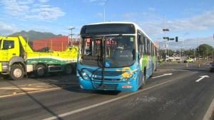 ES: Acidente entre caminhão e ônibus deixa 4 feridos na BR-101 na Serra