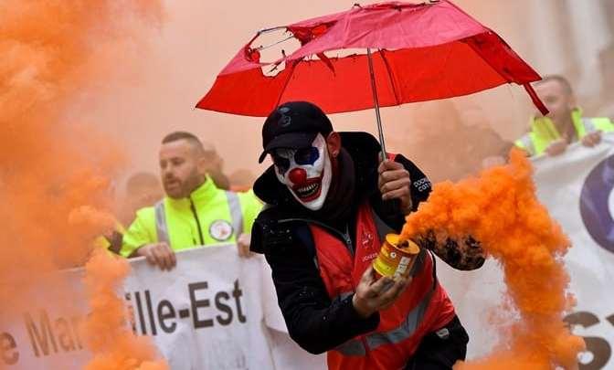 França completa um mês de paralisação no transporte