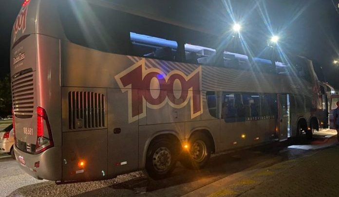 RJ: PM atira contra homem que queria explodir ônibus da 1001 durante assalto em Casimiro de Abreu
