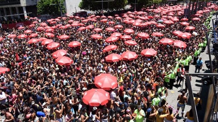 Pré-carnaval carioca tem três vezes mais foliões nas ruas do que no ano passado