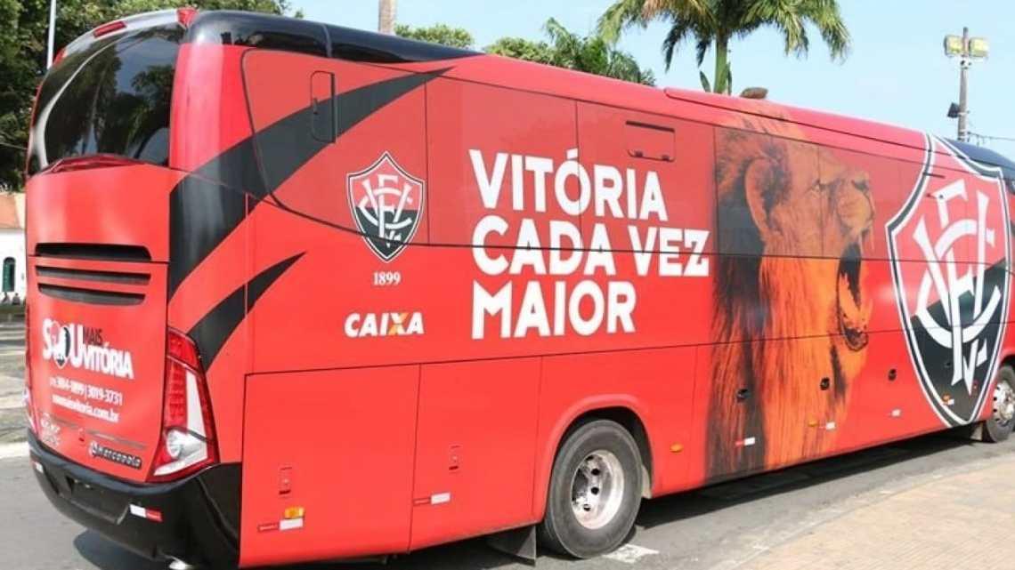 Ônibus do Esporte Clube Vitória é apedrejado na saída da Arena Fonte Nova