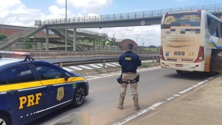 RS: PRF prende homem com identidade falsa durante fiscalização em ônibus da Viação Ouro e Prata na BR-386
