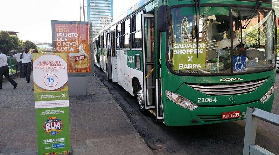 Ônibus transportaram 1 milhão de foliões no primeiro dia do carnaval de Salvador