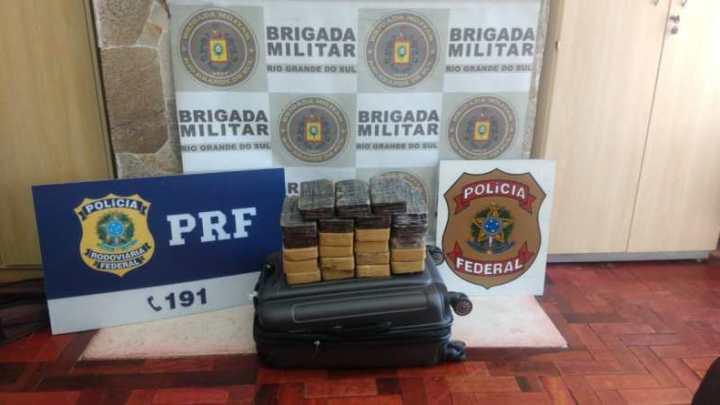 RS: Ação da PRF, Brigada Militar e Polícia Federal apreendem 23 kg de entorpecente em ônibus na BR-116