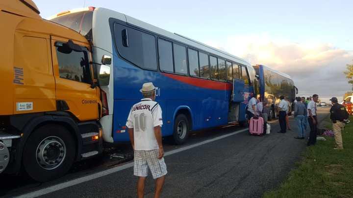 BA: Acidente entre 2 caminhões e 2 ônibus chama atenção na BR-116 em Vitória da Conquista