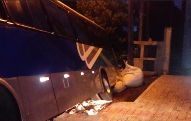 SC: Acidente com ônibus deixa bairro de Xanxerê sem energia
