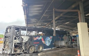 DF: Ônibus da Real Sul pega fogo na rodoviária da Taguatinga