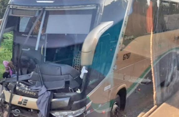 MA: Acidente com ônibus da Boa Esperança e caminhão deixa um morto na BR-135