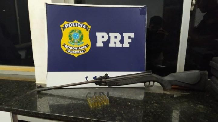 BA: Passageiro é preso com arma e munições em ônibus na BR-242