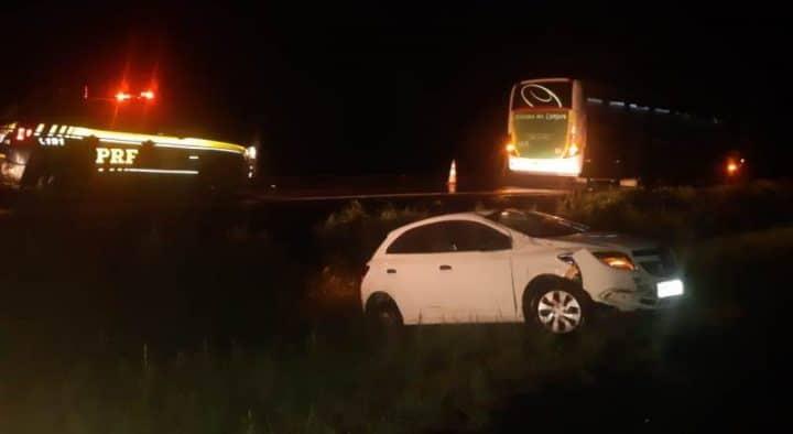 PR: Acidente entre ônibus da Princesa dos Campos e carro chama atenção na BR-277