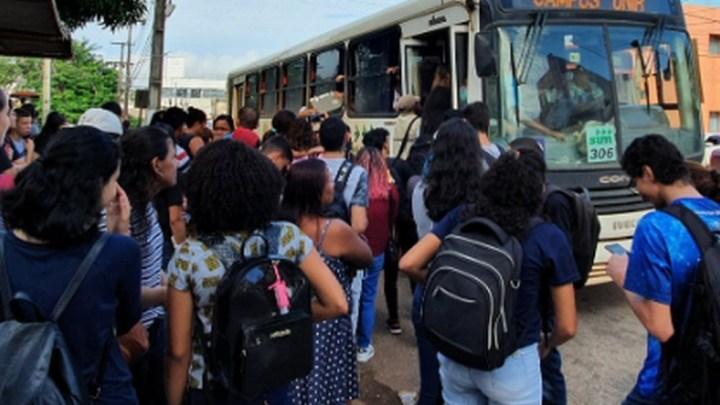 Porto Velho: Estudantes reclamam da superlotação nos ônibus do Campus Unir