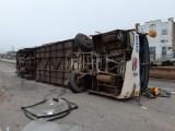 MA: Ônibus da Trans Brasil tomba e acaba interditando a BR-135