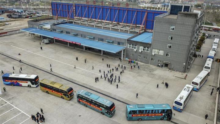 China: Hubei volta ter ônibus circulando novamente após isolamento de meses