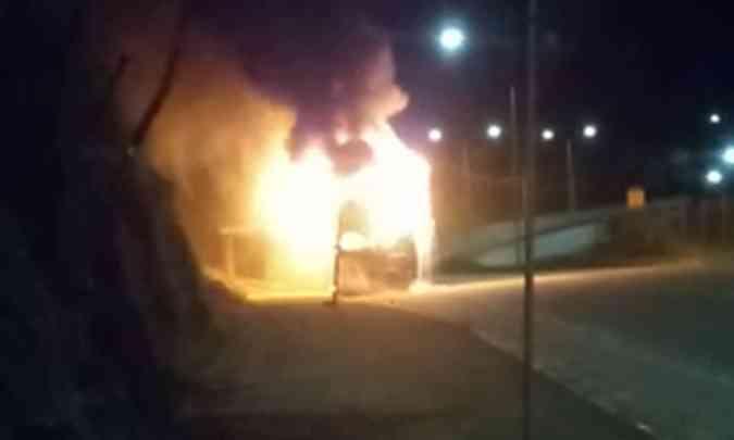 Marginais incendeiam ônibus em Belo Horizonte nesta madrugada