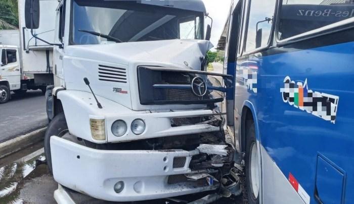 PE: Acidente entre caminhão de BRT deixa três feridos em Igarassu