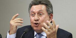 """PF prende ex-secretário de Justiça do Rio que teria ajudado na fuga do """"Rei Arthur"""" para os Estados Unidos e suspeito de receber propina de empresários de ônibus"""