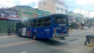 SP: Protesto em Embu das Artes deixa vários ônibus da EMTU vandalizados