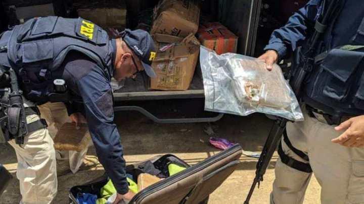CE: PRF apreende mais de 7 quilos de skunk com passageiro durante fiscalização na BR-222