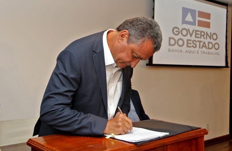 Governador da Bahia suspende a circulação de ônibus intermunicipais por 10 dias