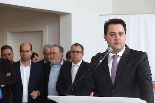 Governador do Paraná suspende a entrada de ônibus vindos de SP, RJ, DF e BA e pede fechamento de fronteiras com Argentina e Paraguai