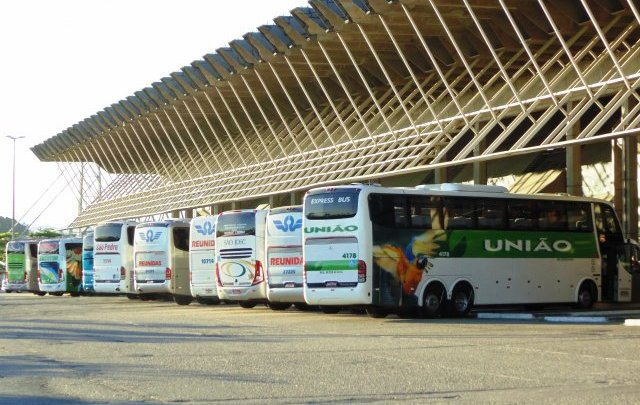 SC: Ônibus seguem proibidos de circular por tempo indeterminado em todo o estado, decide governador