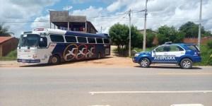 CE: Ônibus clandestinos vindo de São Paulo são apreendidos durante fiscalização em Acopiara