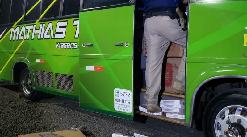 SC: PRF apreende 250 mil maços de cigarros contrabandeados no meio oeste dentro de micro-ônibus
