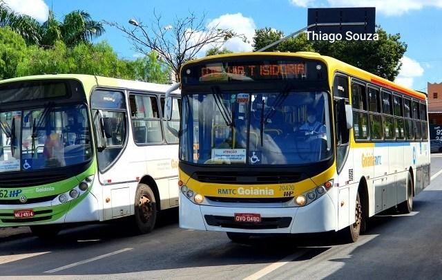 Grande Goiânia: Passageiros seguem se aglomerando em terminais e viajam sentados no chão de ônibus