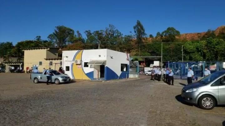 SP: Rodoviários realizam protesto em frente a garagem da Viação São João em Votorantim