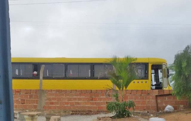 Ônibus clandestinos vindos de SP seguem chegando de viagem no interior da Bahia