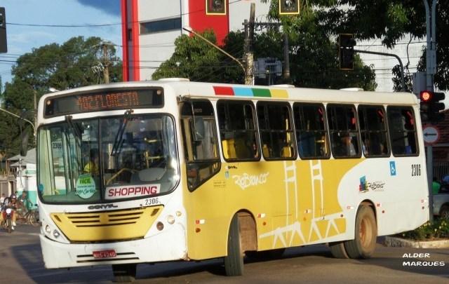 Acidente com ônibus em Rio Branco chama atenção na tarde deste sábado