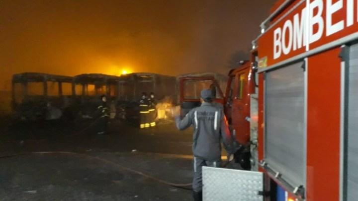 Bahia: Incêndio destrói quatro ônibus em Alagoinhas