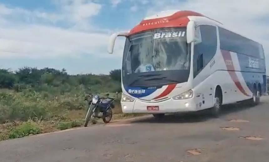 Vídeo: Ônibus da Trans Brasil trafegam sem ser fiscalizados na Bahia, após liminar emitida