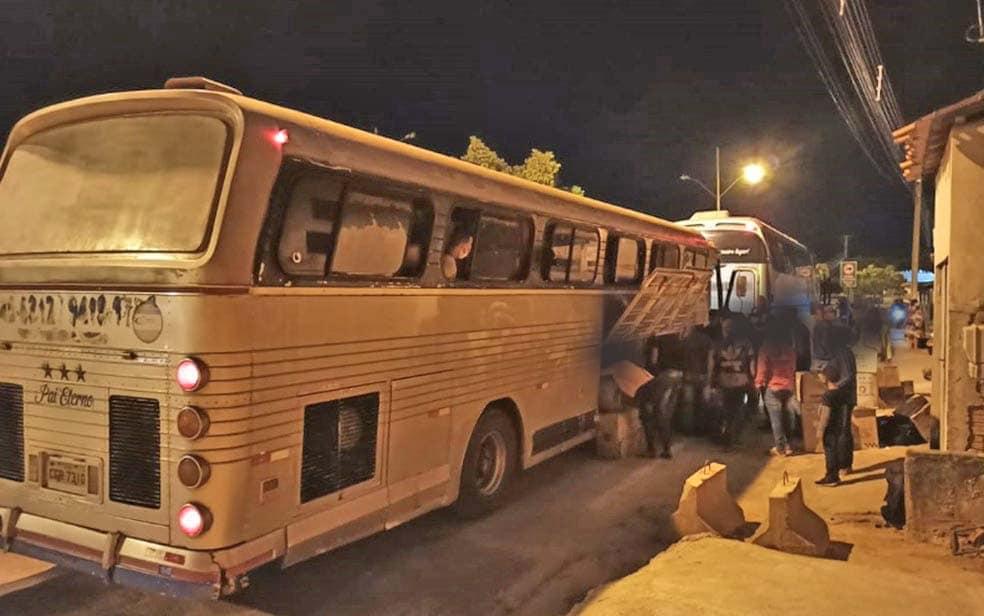 Polícia Militar apreende dois ônibus piratas no Sudoeste da Bahia